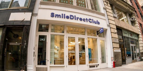 Smile direct club store front